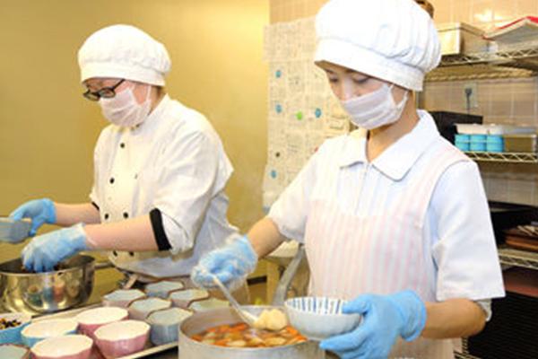 <大田区>主婦の方歓迎!小学校給食センターでの調理師のお仕事です♪ プライベートと両立で調理のお仕事を!