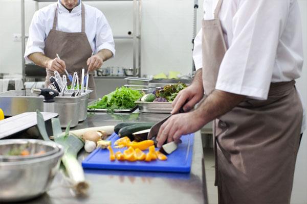 <埼玉県鴻巣市>資格を活かせる!中学校給食センターでの調理師のお仕事です♪ プライベートと両立で調理のお仕事を!