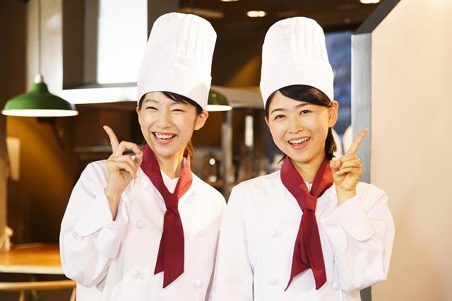 《調理スタッフ募集》高級ホテルでの朝食ビュッフェ仕込み&オープンキッチンで調理◎WワークOK